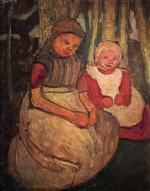 Zwei sitzende Madchen im Birkenwald